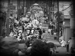 Miles marchan en Adjuntas contra el gasoducto