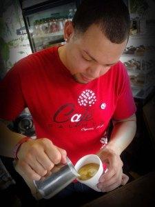 Parte de las activiades del @coffeeloverspr es disfrutar de la pasión de los nuevos baristas.